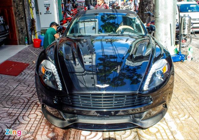 Aston Martin Vanquish mui tran dau tien ve Viet Nam hinh anh 2
