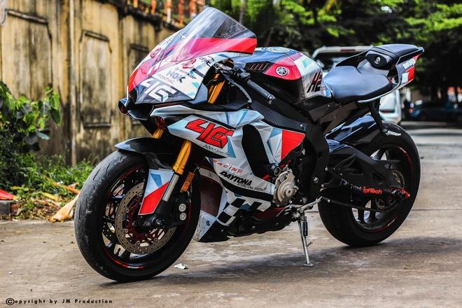 Sieu moto Yamaha R1 do decal va ong xa o Sai Gon hinh anh 1