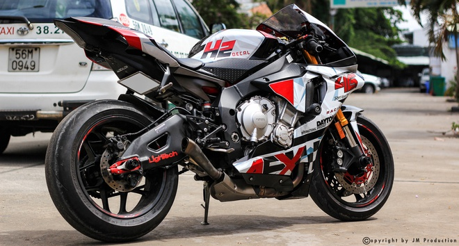 Sieu moto Yamaha R1 do decal va ong xa o Sai Gon hinh anh 3