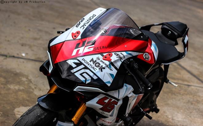 Sieu moto Yamaha R1 do decal va ong xa o Sai Gon hinh anh 4