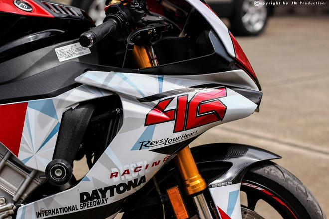Sieu moto Yamaha R1 do decal va ong xa o Sai Gon hinh anh 8