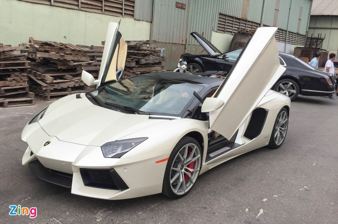 Chi tiet Lamborghini Aventador mui tran dau tien tai Da Nang hinh anh 1