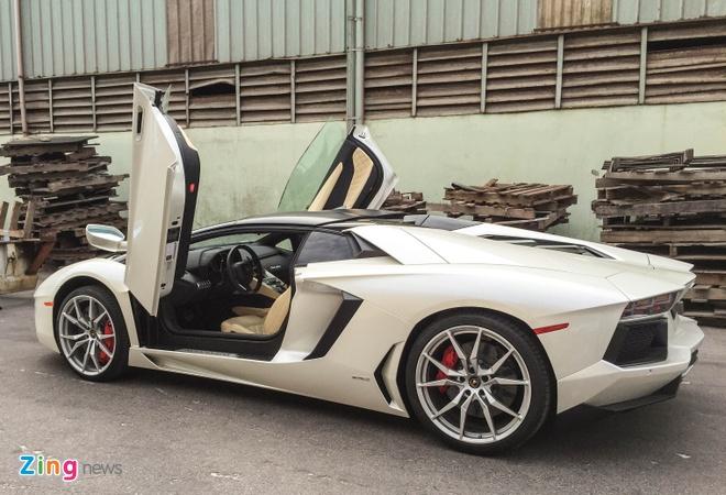 Chi tiet Lamborghini Aventador mui tran dau tien tai Da Nang hinh anh 2