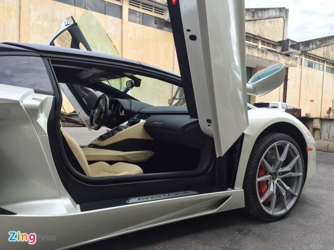 Chi tiet Lamborghini Aventador mui tran dau tien tai Da Nang hinh anh 7
