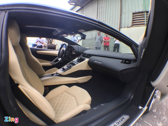 Chi tiet Lamborghini Aventador mui tran dau tien tai Da Nang hinh anh 9