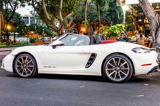 Xe the thao Porsche 718 Boxster dau tien o Sai Gon hinh anh