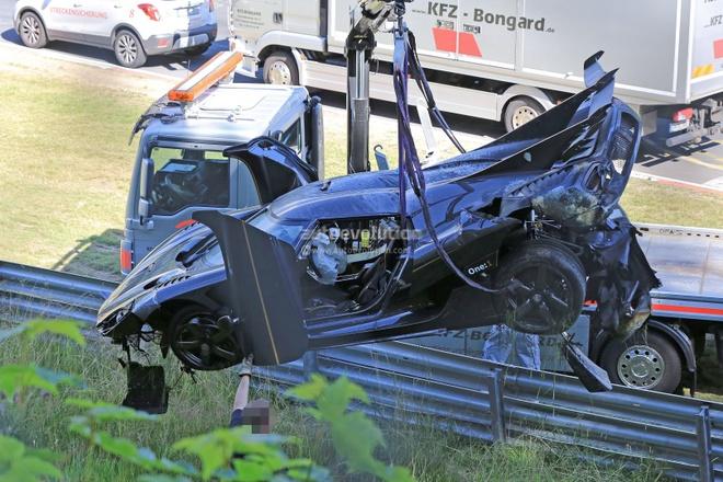 Koenigsegg One:1 gia 3 trieu USD tan nat tren duong dua hinh anh 2
