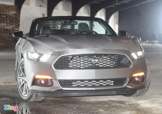 Ford Mustang GT mui tran do may va ngoai that o Sai Gon hinh anh 1