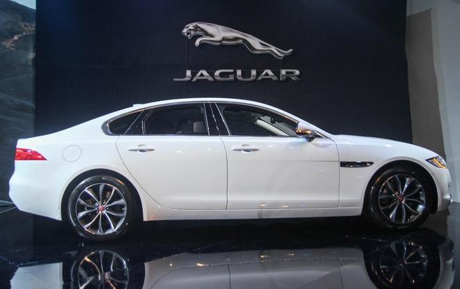 Jaguar XF - doi thu Mercedes E-Class ra mat tai Viet Nam hinh anh