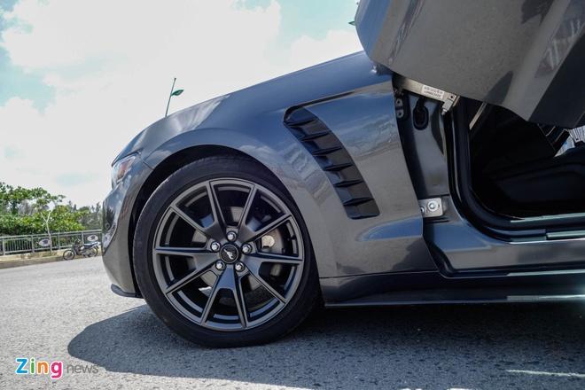 Ford Mustang do kieu Lamborghini het 250 trieu dong hinh anh 9