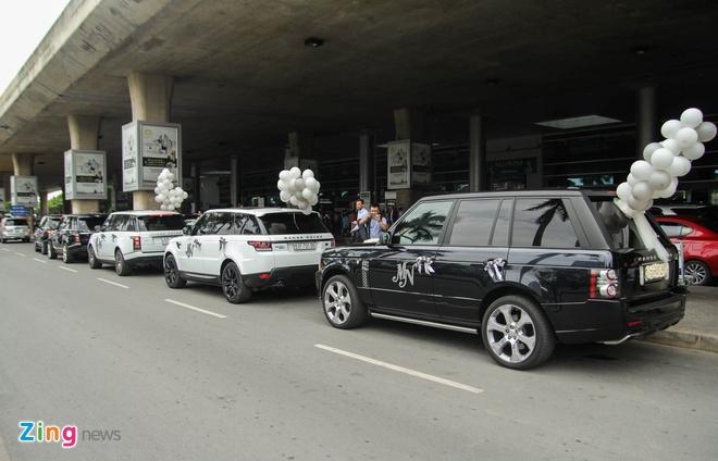 Minh Nhua don vo o san bay bang dan xe sang hinh anh 2