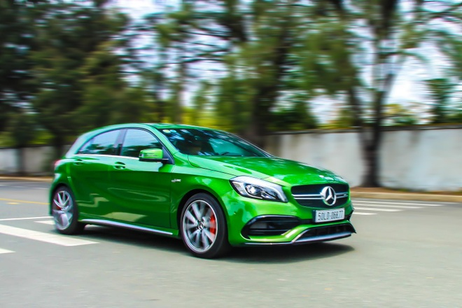 Chay thu xe the thao Mercedes A45 AMG gia 2,3 ty dong o VN hinh anh