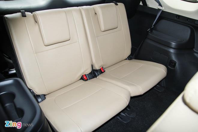 Mitsubishi Outlander: Nhieu trang bi, cho duoc 7 nguoi hinh anh 6