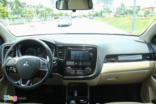 Mitsubishi Outlander: Nhieu trang bi, cho duoc 7 nguoi hinh anh 4