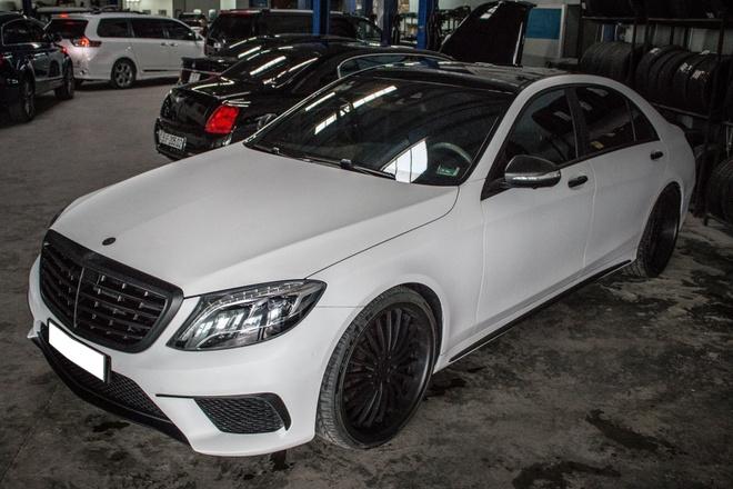 Mercedes S500 dan decal don gian tai Sai Gon hinh anh 2