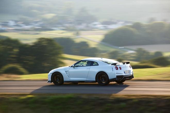 Nissan gioi thieu GT-R phien ban dua hinh anh 1