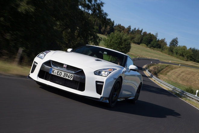 Nissan GT-R Track Edition anh 2