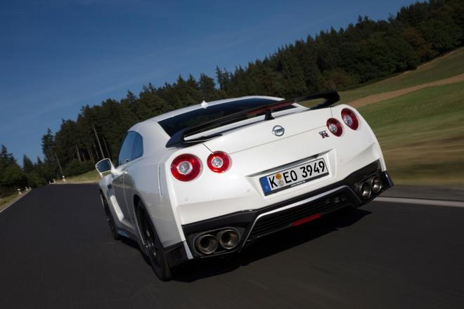Nissan gioi thieu GT-R phien ban dua hinh anh 3