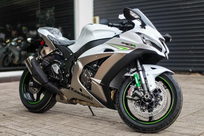 Kawasaki Ninja ZX 10R 2017 dau tien ve Viet Nam hinh anh