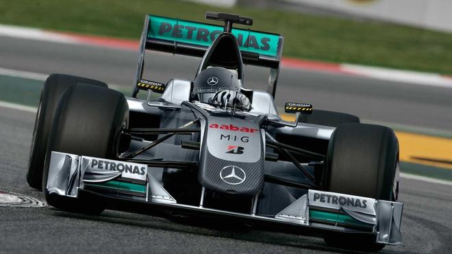 Mercedes sap gioi thieu xe dua F1 chay tren pho hinh anh 2