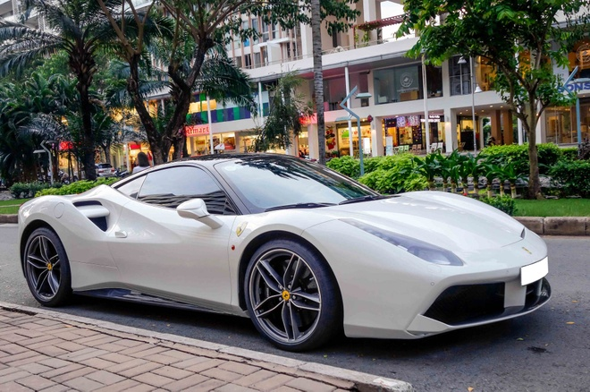 Tho Viet tu son trang sieu xe Ferrari 488 GTB gia 15 ty dong hinh anh