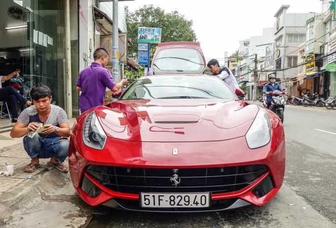 Sieu xe Ferrari F12 ban do nhap Dubai ra bien so Sai Gon hinh anh