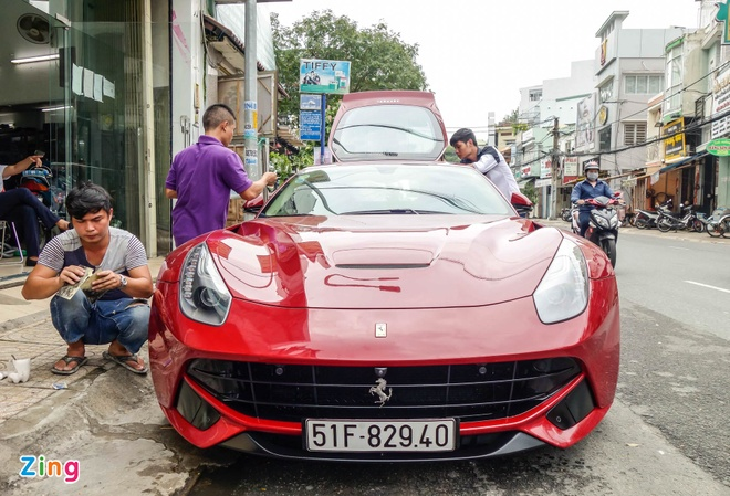 Sieu xe Ferrari F12 ban do nhap Dubai ra bien so Sai Gon hinh anh 1