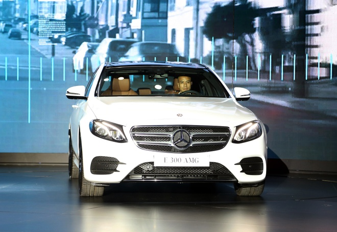 Chi tiet Mercedes E300 AMG gia tren 3 ty vua ra mat tai VN hinh anh
