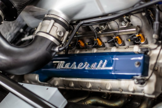 Do Maserati MC12 1,8 trieu USD thanh sieu xe duong pho hinh anh 4