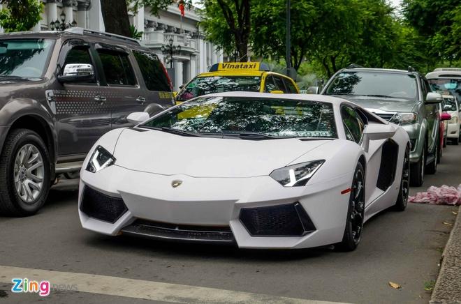 Lamborghini Aventador dau tien Viet Nam doi mau hinh anh 1
