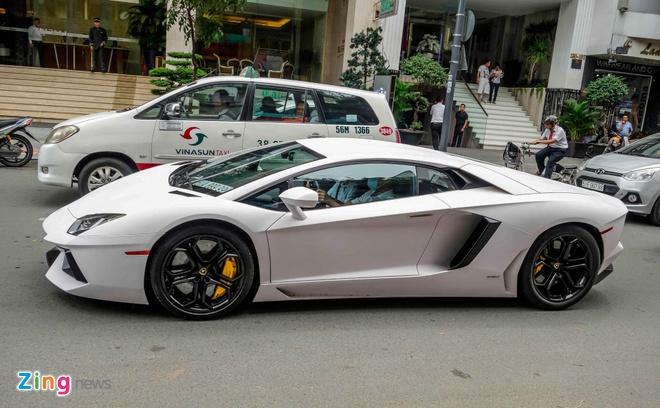 Lamborghini Aventador dau tien Viet Nam doi mau hinh anh 2