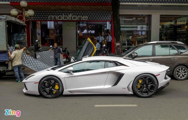 Lamborghini Aventador dau tien Viet Nam doi mau hinh anh 8