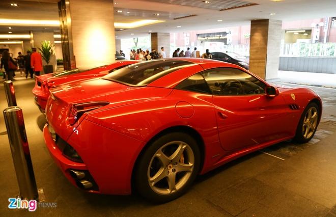 Dai gia Singapore chi bao nhieu tien de so huu Ferrari hinh anh 1