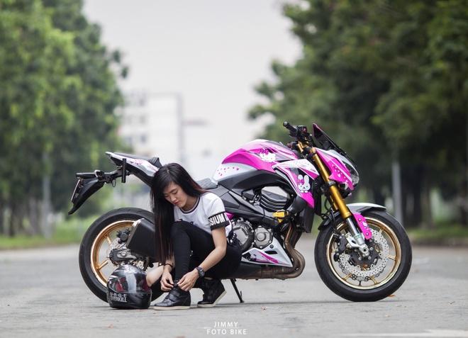 Kawasaki Z800 do Hello Kitty cua nu biker Sai Gon hinh anh