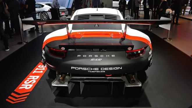Porsche gioi thieu xe dua 911 RSR dong co dat giua hinh anh 2