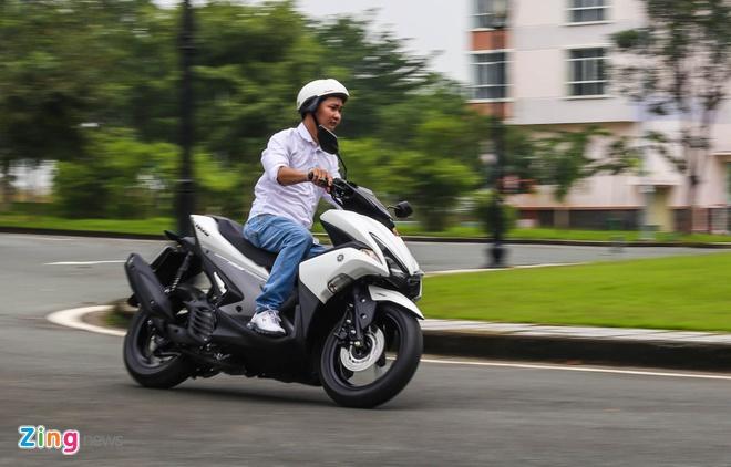 Yamaha NVX chay 40 km het 1 lit xang trong thanh pho hinh anh 3