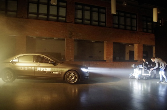Mercedes phat trien cong nghe chieu sang hon 8.000 den LED hinh anh