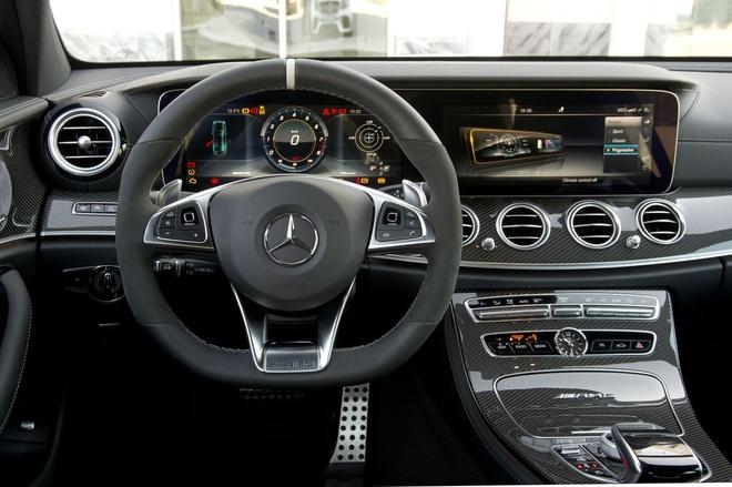 Mercedes E63 AMG: Sedan the thao thong minh nhat hinh anh 2