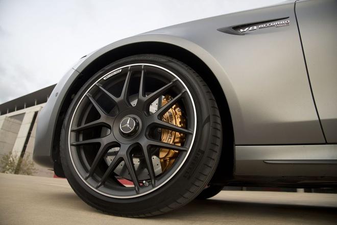Mercedes E63 AMG: Sedan the thao thong minh nhat hinh anh 6