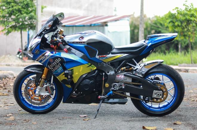Honda CBR1000RR len do choi hang hieu cua biker Vinh Long hinh anh