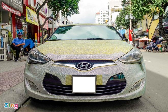 Hyundai Veloster dinh hang nghin vien pha le o Sai Gon hinh anh 2