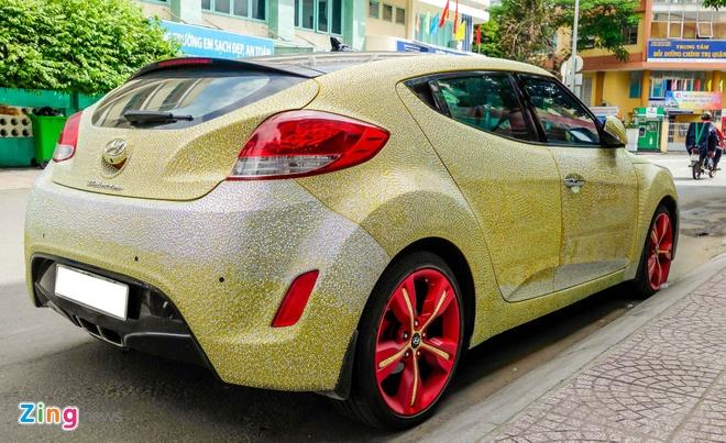 Hyundai Veloster dinh hang nghin vien pha le o Sai Gon hinh anh 4