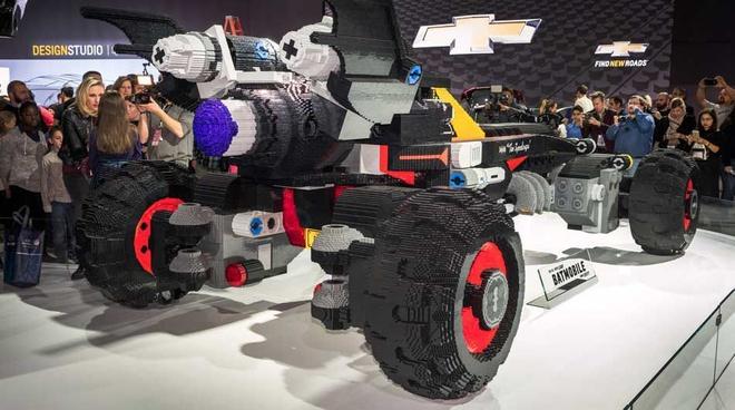 Xe Batmobile khong lo xep tu gan 350.000 mieng Lego hinh anh 2