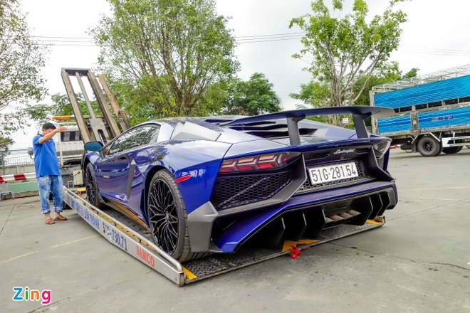 Sieu xe Lamborghini 35 ty cua Minh Nhua ra bien trang hinh anh 3
