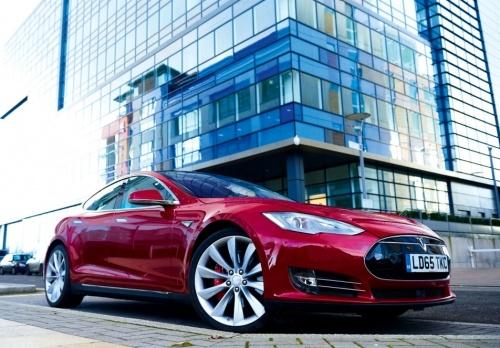 Tesla lang le ra mat chiec xe dien chay xa nhat the gioi hinh anh 1