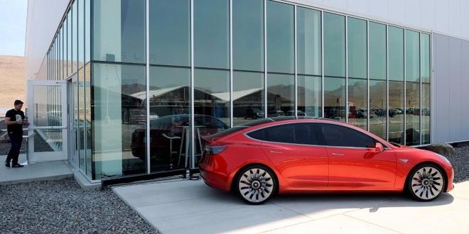 Tesla Model 3 bi nghi khong san xuat dung hen hinh anh 2