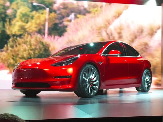 Tesla Model 3 bi nghi khong san xuat dung hen hinh anh