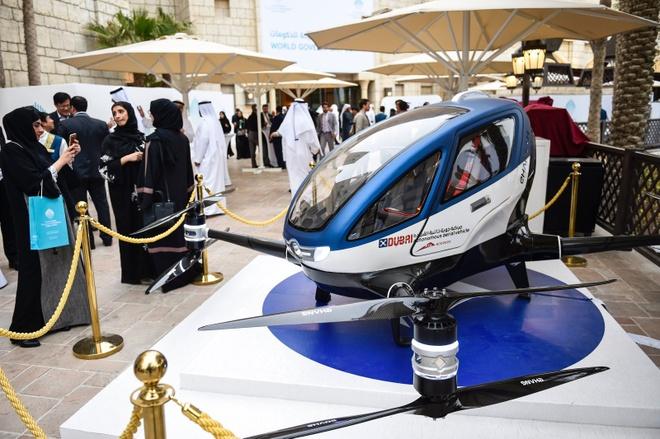 Dubai co taxi bay vao mua he 2017 hinh anh 1