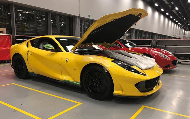 Ferrari 812 SuperFast lo anh anh 2
