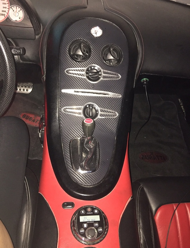 Bugatti Veyron nhai nhu that gia 75.000 USD hinh anh 4